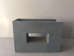 A010XY Jardinière en fibre gris foncé ajouré 27cm x 75cm H52cm