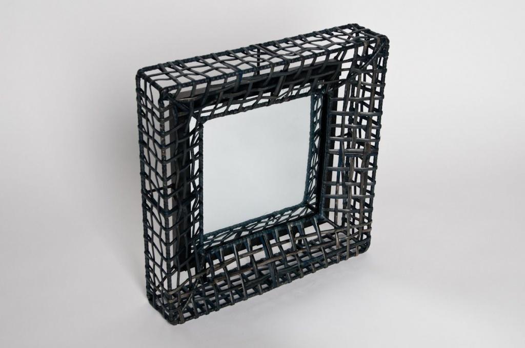 Miroir structure en métal noir 32x32cm