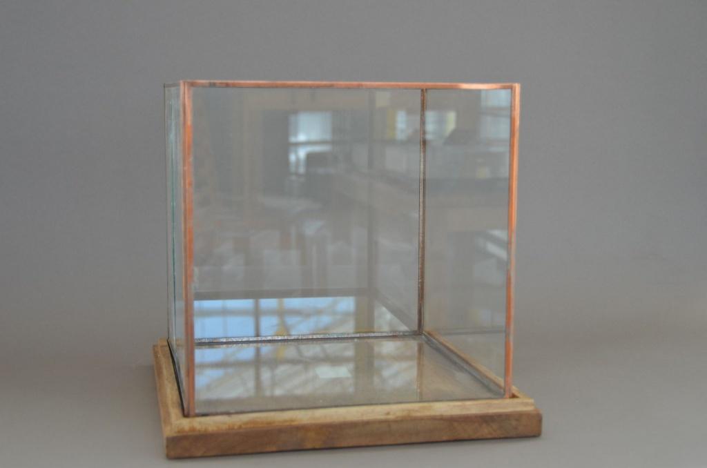 A010B8 Photophore en verre et cuivre 34x34cm H32cm