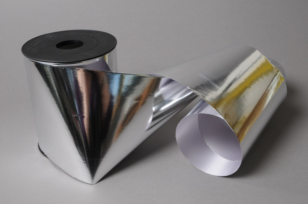 X084UU Ruban métal brillant argent 140mm x 50m