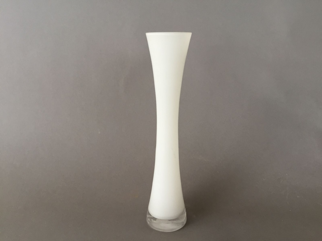 A077PS Soliflore sablier évasé en verre blanc D3,3cm H25cm