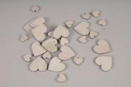 SV26U7 Paquet de 30 coeurs en bois blanchi D7cm