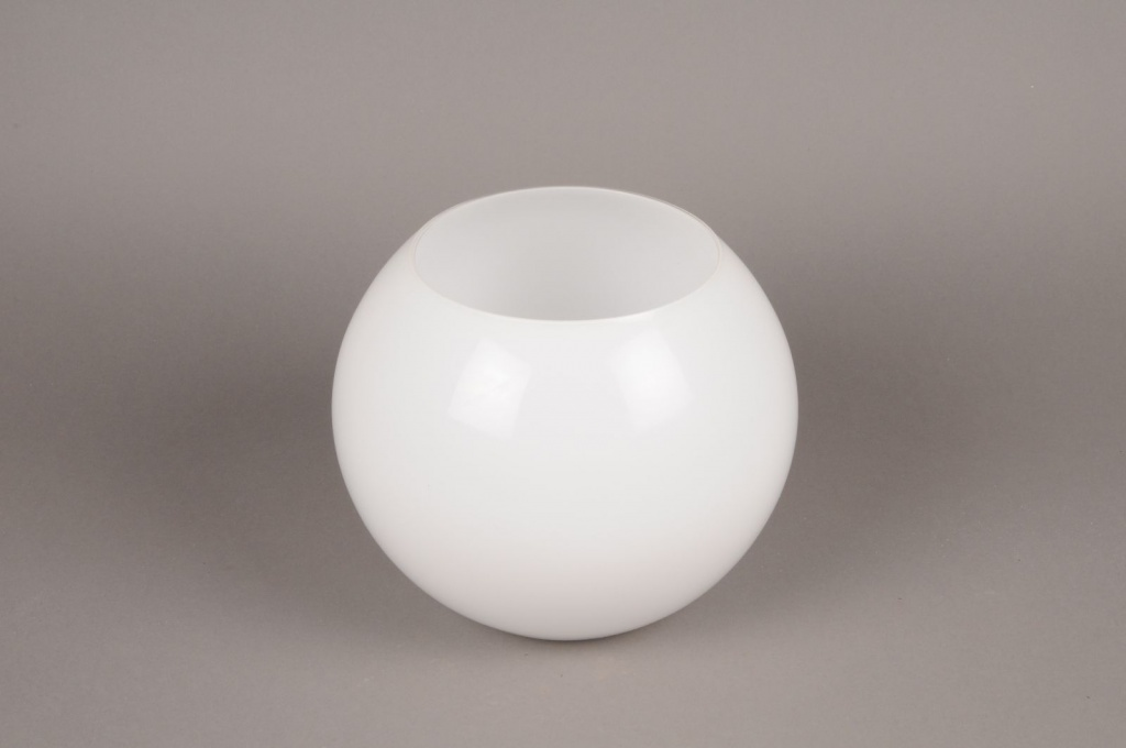 A105PS Vase boule en verre blanc D25cm H20cm
