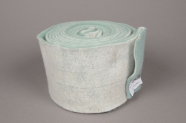 A151VQ White and turquoise wool roll 15cm x 5m
