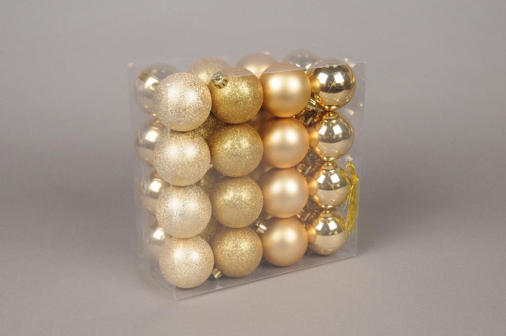 X006ZY Boîte de 32 boules en plastique or D6cm