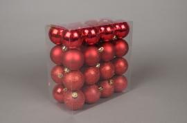 X015ZY Boîte de 32 boules en plastique rouge D6cm