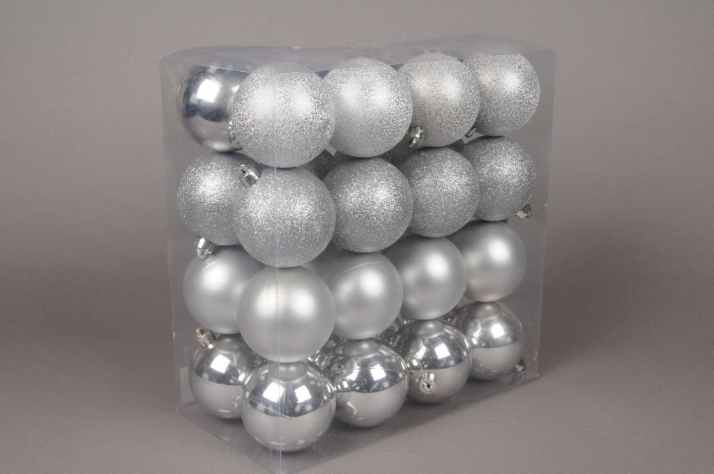 X025ZY Boîte de 32 boules en plastique argent D8cm
