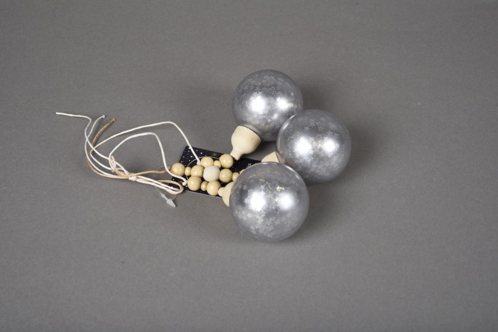 X026KI Deco 3 silver grey balls H27cm