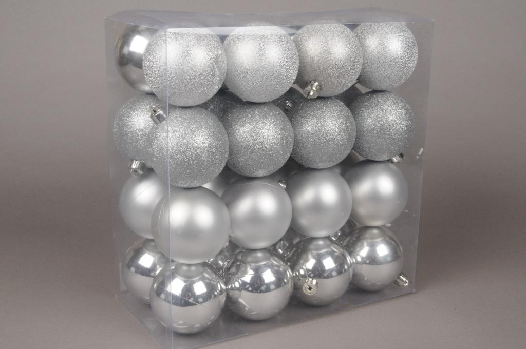 X026ZY Boîte de 32 boules en plastique argent D10cm
