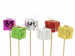 X032Y8 Set of 6 assorted gifts on pick H14.5cm