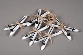 X034U7 Set of 5 white Hanging wooden skis H12cm