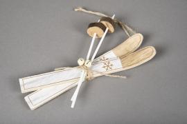 X034X4 Paire de ski en bois blanc H18cm