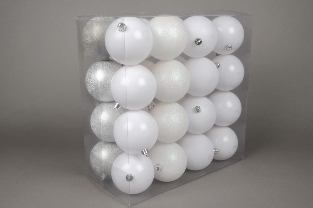 X035ZY Box of 32 plastic balls white D9cm