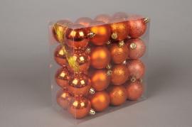 X045ZY Boîte de 32 boules en plastique cuivre D6cm