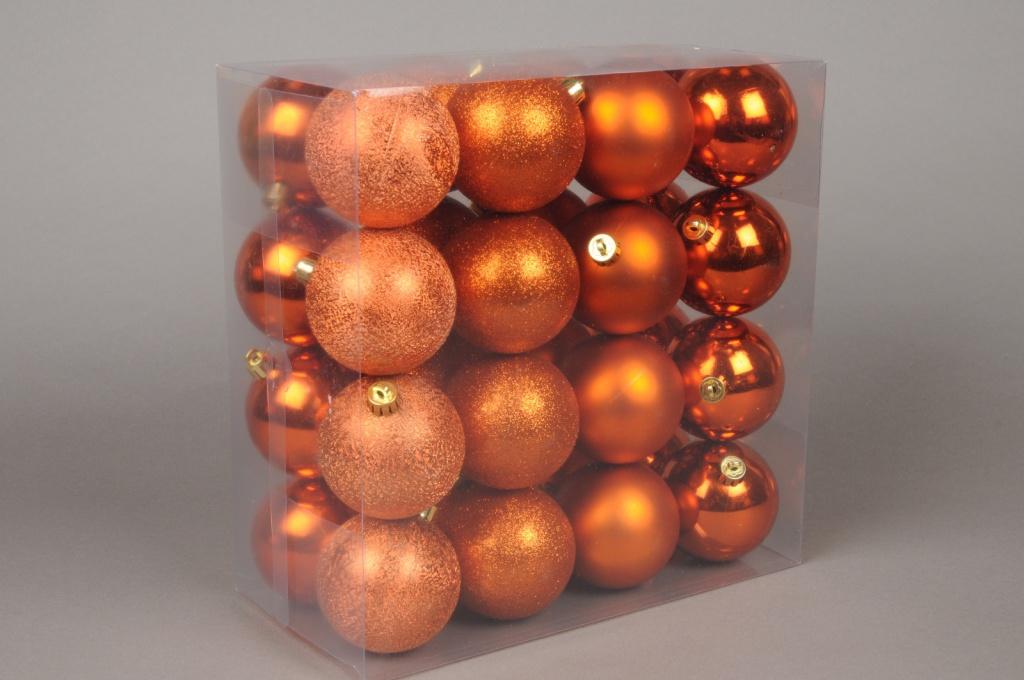 X046ZY Box of 32 plastic balls copper D8cm