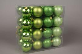 X049ZY Boîte de 32 boules en plastique vert anis D8cm