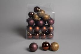 X069ZY Boîte de 32 boules en plastique chocolat D6cm