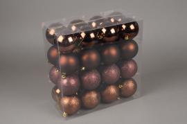 X070ZY Boîte de 32 boules en plastique chocolat D8cm