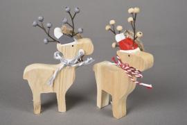 X075U7 Wooden reindeer H14cm