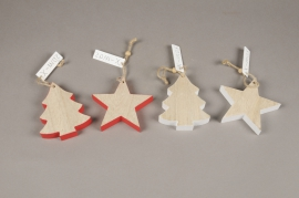X111U7 White or red wooden Christmas ornament H7.5cm