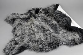 X138U7 Peau de mouton synthetique noire 58cm x 90cm