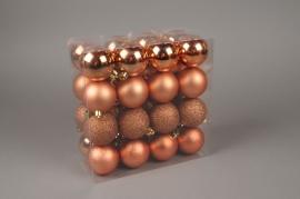 X143ZY Boîte de 32 boules en plastique cuivre rosé D6cm