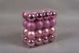X158ZY Boîte de 32 boules en plastique rose D6cm