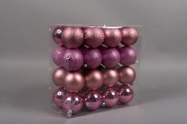 X159ZY Boîte de 32 boules en plastique rose D8cm
