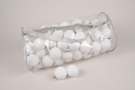 X170ZY Bag of 100 white plastic balls D6cm