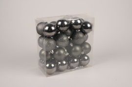 X179ZY Boîte de 32 boules en plastique gris D6cm