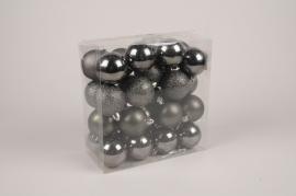 X179ZY Box of 32 grey plastic balls D6cm