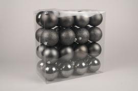 X181ZY Boîte de 32 boules en plastique gris D10cm