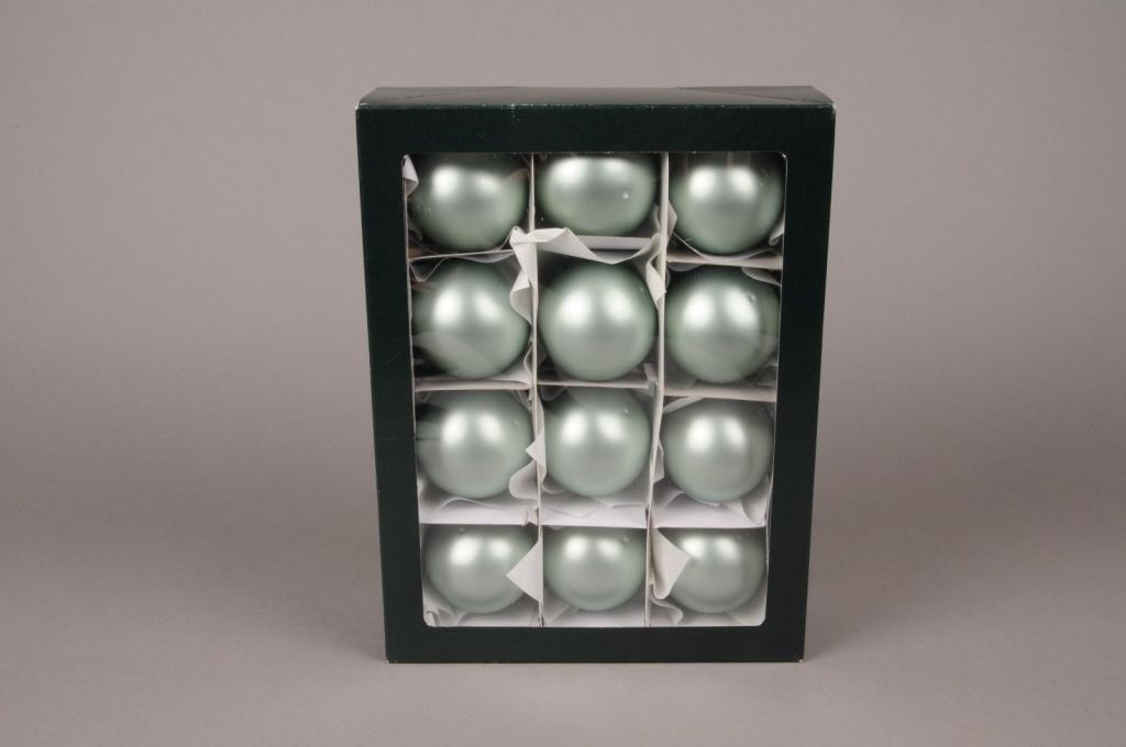 X286T1 Boîte de 12 boules en verre mat vert amande D6cm