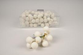X472KI Boîte de 144 boules en verre blanc mat D25mm
