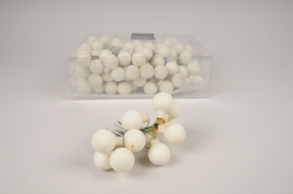 X472KI Box of 144 matte white glass balls D25mm