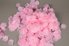x665jp Bag of 3000 cream artificial rose petals