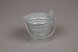 A039Q4 Zinc bucket with handle D8.5cm H7.2cm